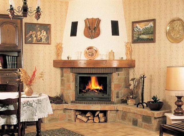 Угловой камин в доме фото